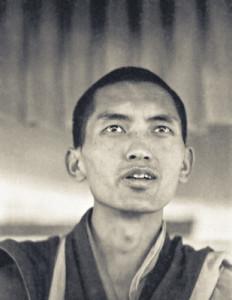 (07702_ng-2.psd) Lama Zopa Rinpoche teaching at the Fifth Meditation Course, Kopan Monastery, Nepal, 1973. Photo by Ursula Bernis.